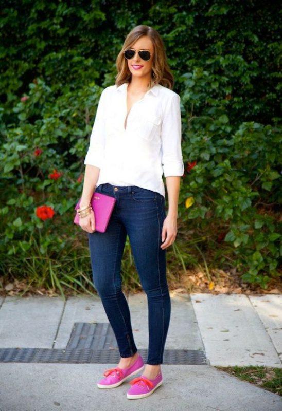 look basico con zapatillas rosa fucsia