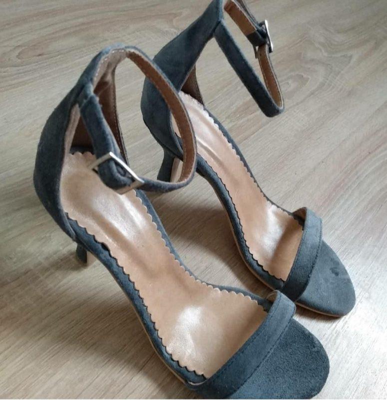 Sandalias azules altas elegantes verano 2021