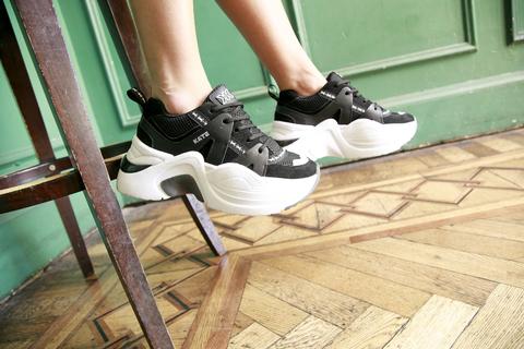 Zapatillas negras con suela deportiva blanca verano 2021 Kate Kuba