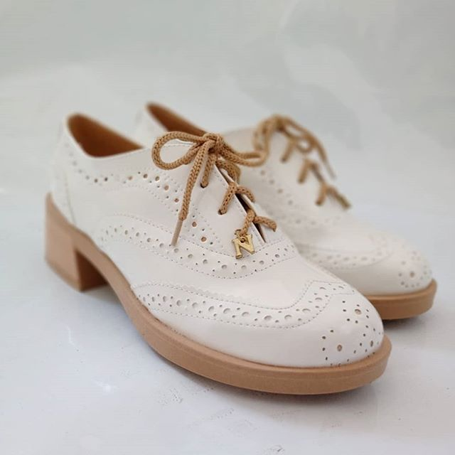 Zapatos crudo abotinados para mujer primavera verano 2021 Nazaria Calzados