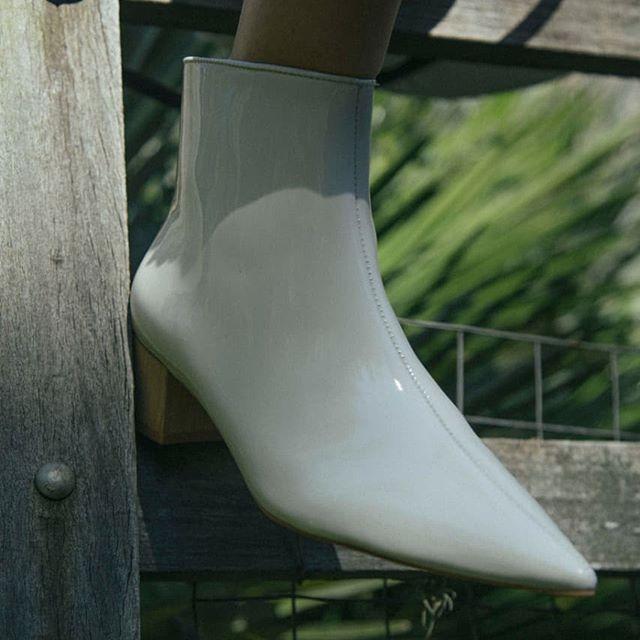 botas de charol blanca verano 2021 Prune