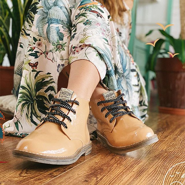 botitas acordonadas de charol para mujer Rocas Calzado primavera verano 2021