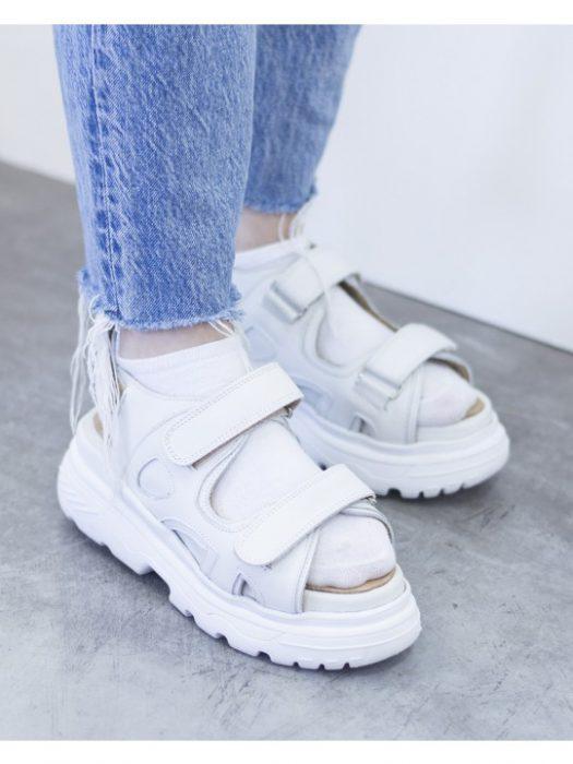 sandalias blancas juveniles verano 2021 Sofia de Grecia