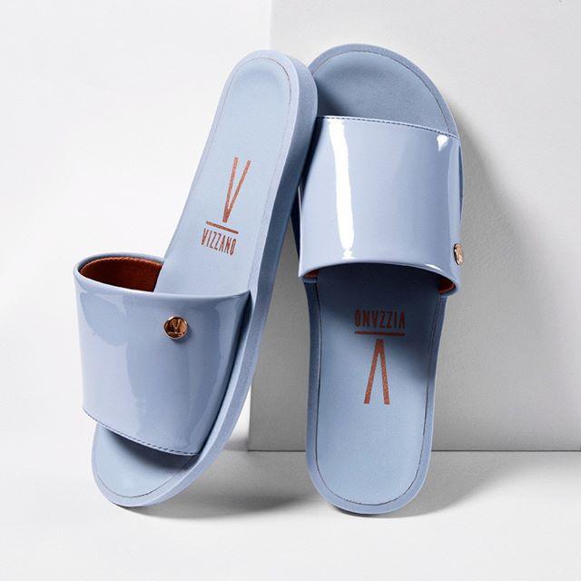sandalias de charol celeste verano 2021 Vizzano
