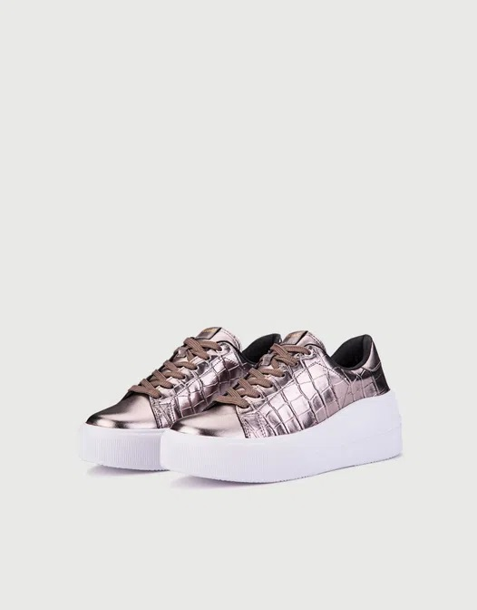 zapatillas metalizadas con plataformas primavera verano 2021 Calzados Viamo