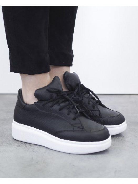 zapatillas negras juveniles verano 2021 Sofia de Grecia