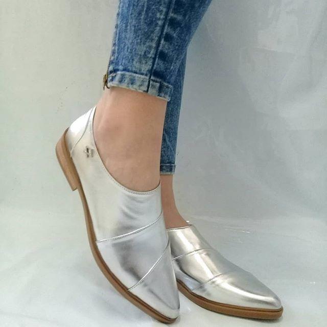 zapatos plateados con punta fina primavera verano 2021 Nazaria Calzados