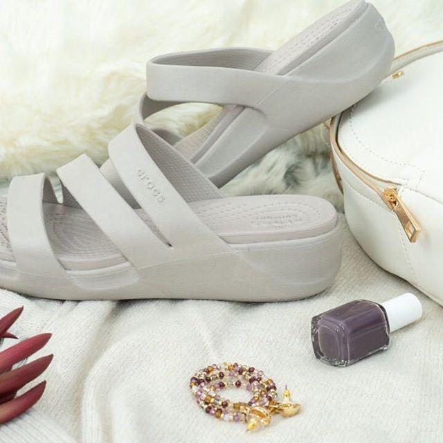 nuevos disenos de sandalias para mujer verano 2021 Crocs