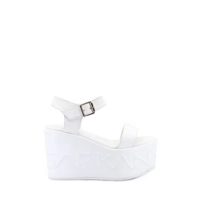 sandalia blanca con plataformas Verano 2021 Ricky Sarkany