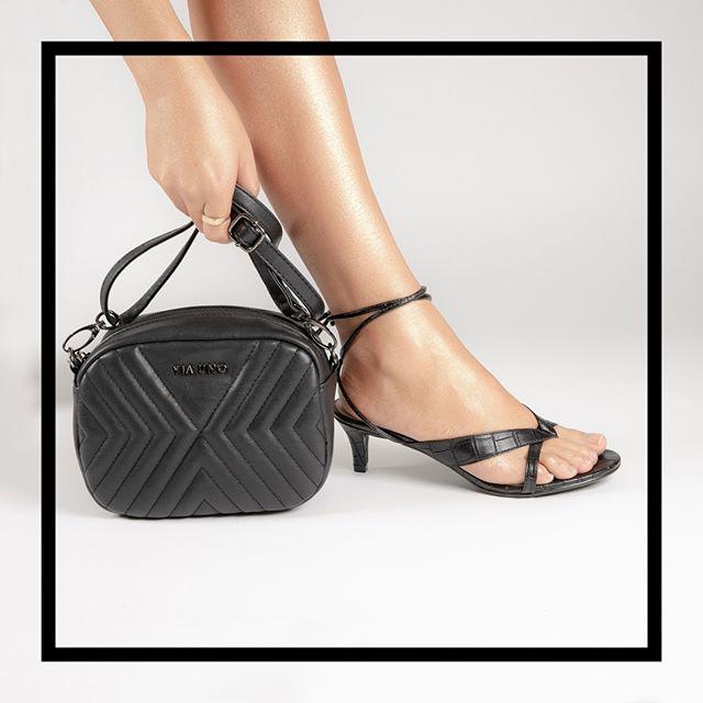 sandalia negra taco bajo verano 2021 Via Uno