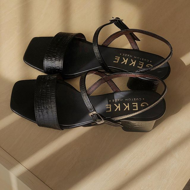 sandalia negra taco medio verano 2021 Gekke Calzados