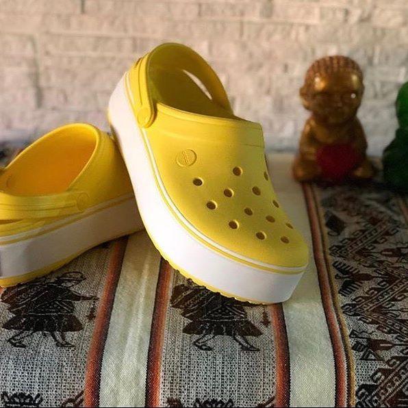 sandalias amarillas para mujer verano 2021 Crocs
