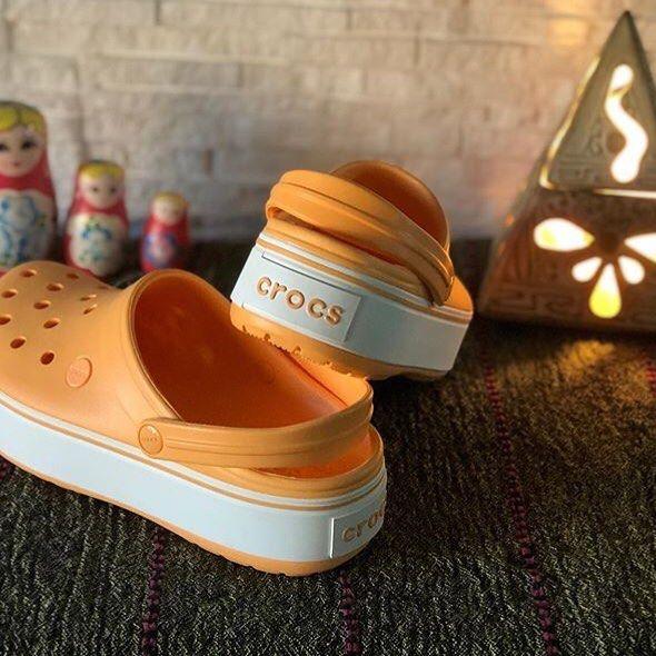 sandalias naranjas para mujer verano 2021 Crocs