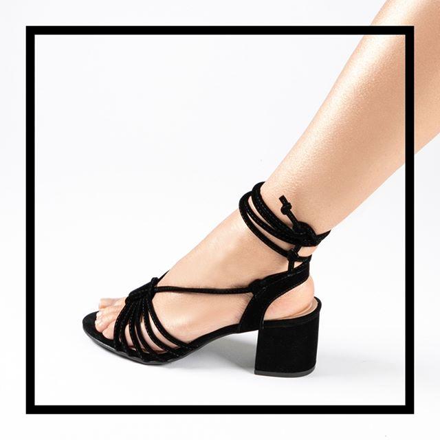 sandalias negras tiras finas verano 2021 Via Uno