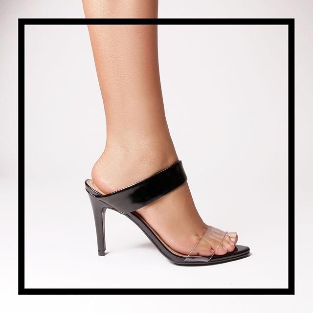 sandalias negras y transparentes verano 2021 Via Uno