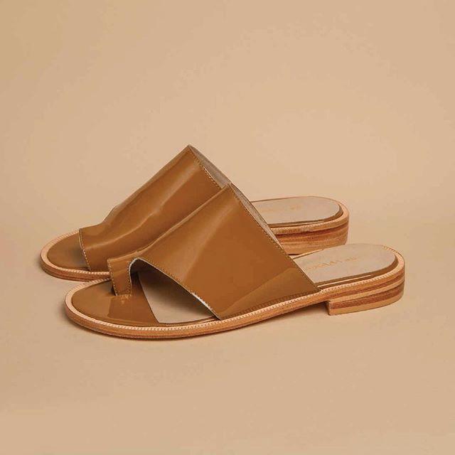 sandalias planas marrones verano 2021 De Maria Calzados