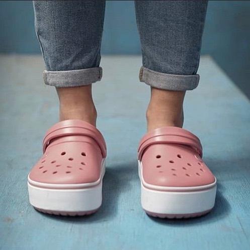 sandalias rosas para mujer verano 2021 Crocs