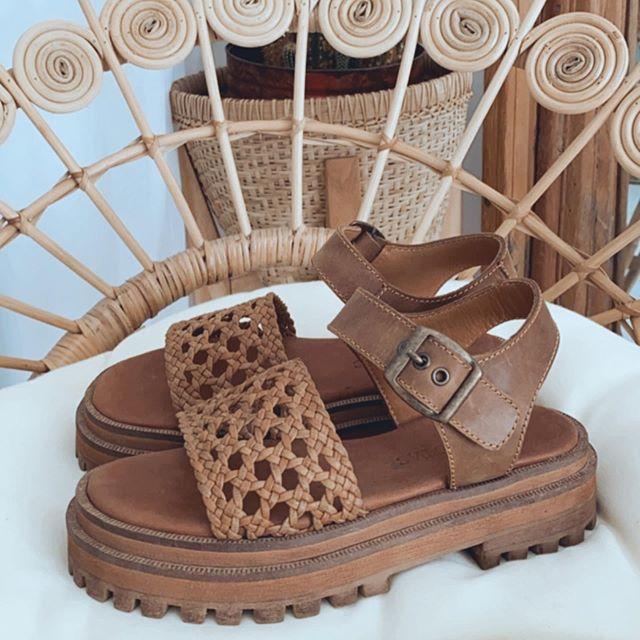 sandalias urbanas de cuero verano 2021 Las Motas