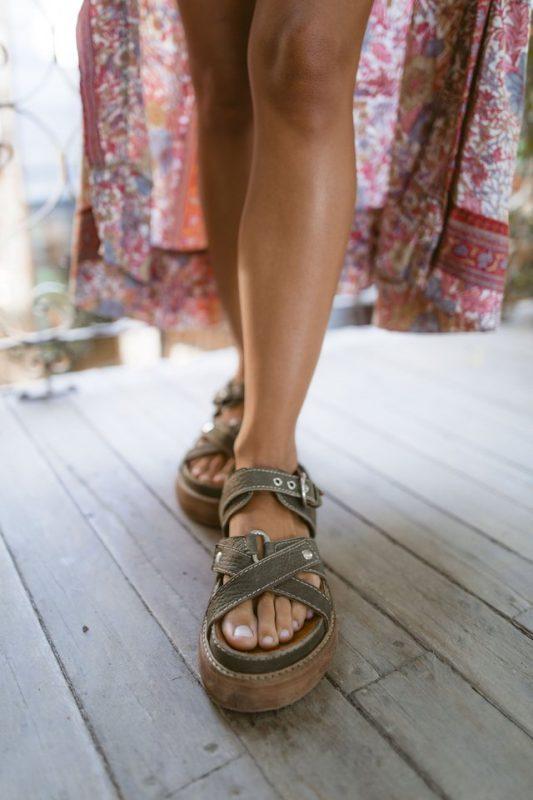sandalias verdes de cuero verano 2021 Las Motas