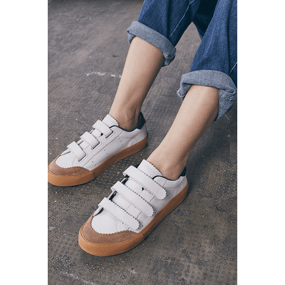 zapatillas blancas y marrones verano 2021 Justa Osadia