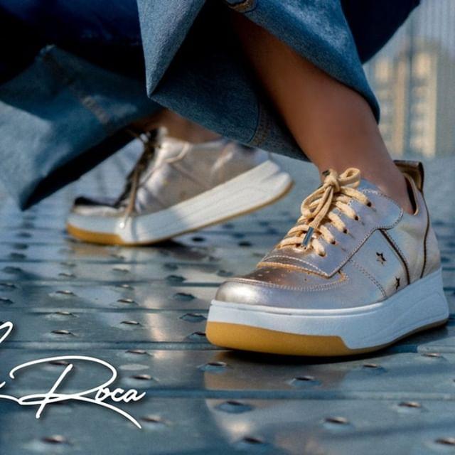 zapatillas doradas primavera verano 2021 Lola Roca