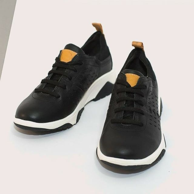 zapatillas negras primavera verano 2021 Calzados Vemmas