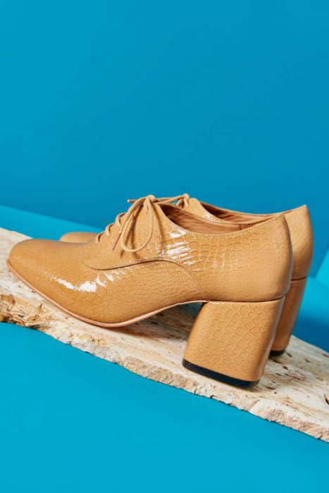 zapatos abotinados con taco verano 2021 Mishka
