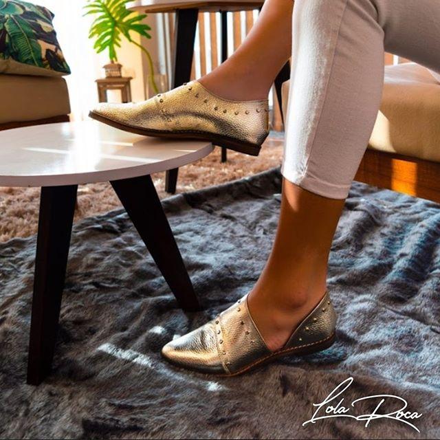 zapatos dorados planos primavera verano 2021 Lola Roca