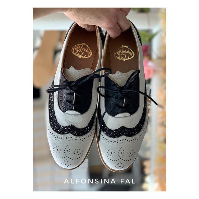 zapatos planos ne blanco y negro primavera verano 2021 Alfonsina Fal
