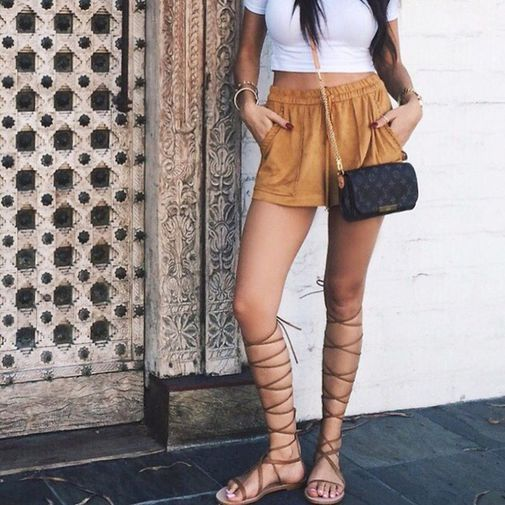 Short con sandalias gladiador