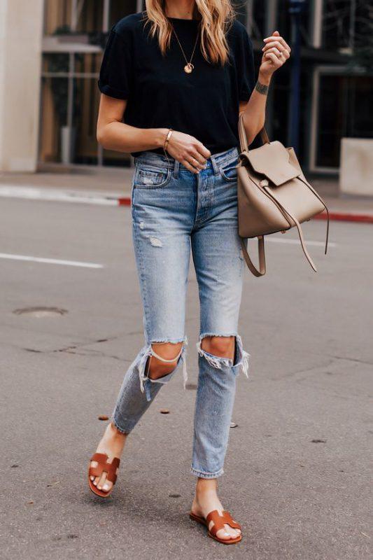 jeans con sandalias planas para verano 2021