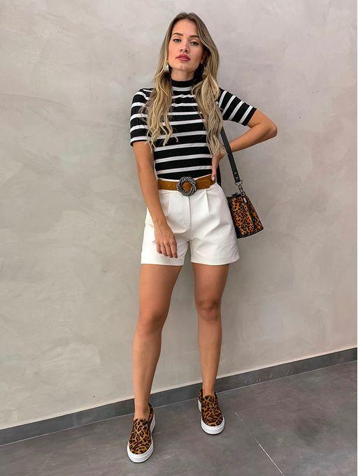 outfits casual pantalon corto con panchas animal print
