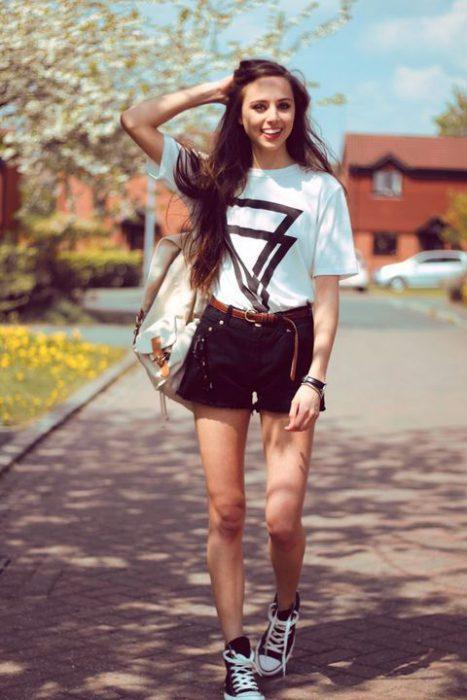 outfits en short con zapatillas negras