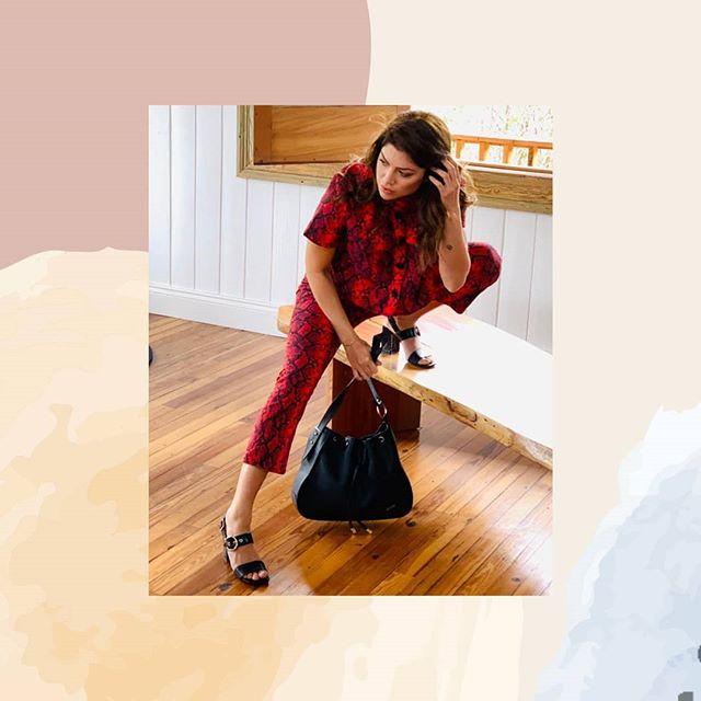 sandalia y cartera negra Calzado gravagna verano 2021