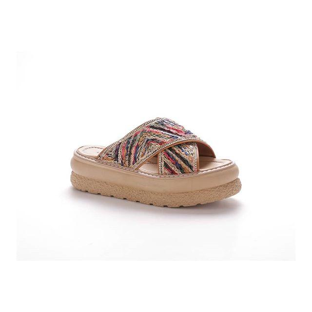 sandalias bajas bordadas verano 2021 Lady Comfort