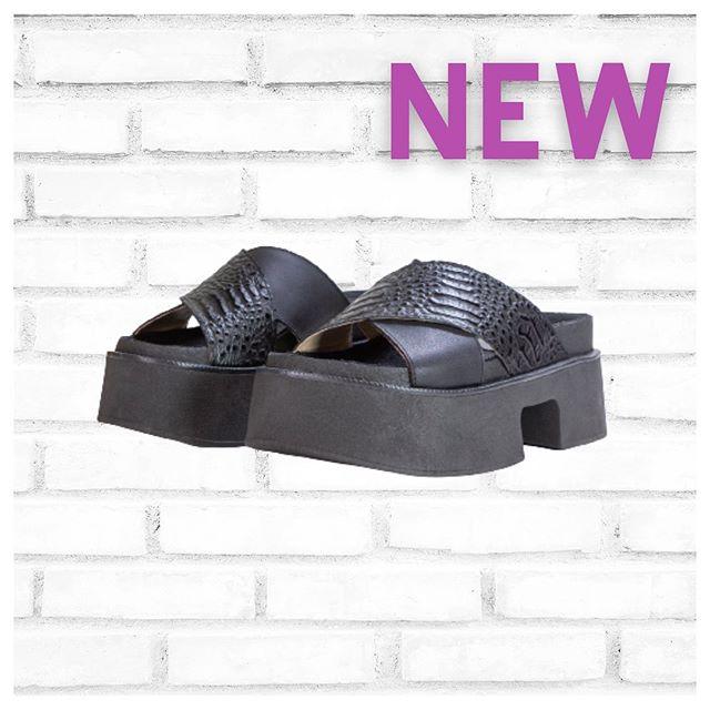 sandalias base altas negras verano 2021 calzados Bettona