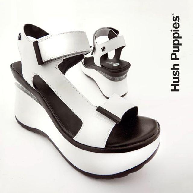 sandalias blancas y negras verano 2021 Hush Puppies