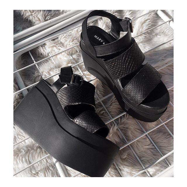 sandalias con platadormas altas de goma verano 2021 Mary and Joe