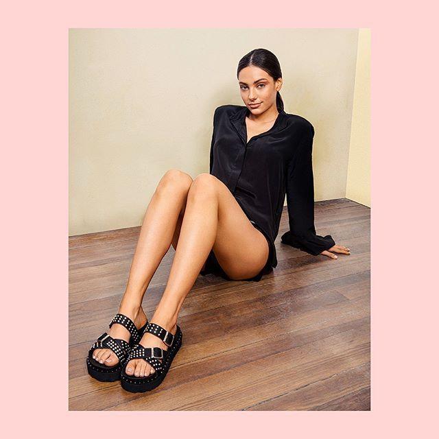 sandalias negras con tachas verano 2021 Calzado Lucerna