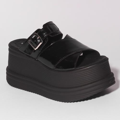 sandalias negras planas con base alta verano 2021 Calzado Fragola