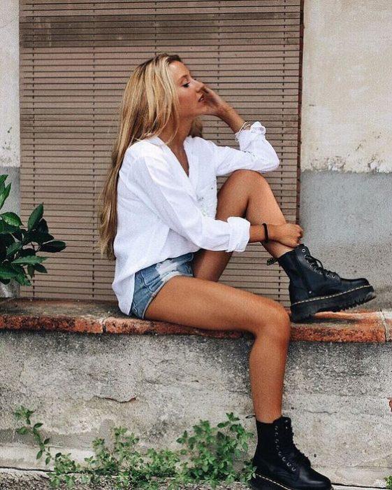 short de jeans con borceguies