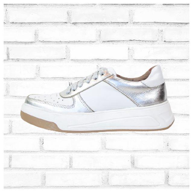 zapatillas metalizadas y blancas verano 2021 calzados Bettona