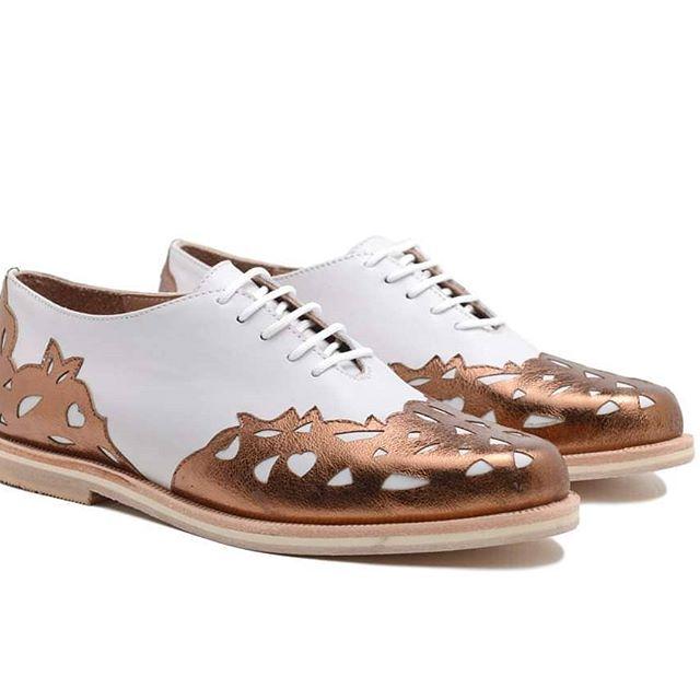 zapatos abotinados punta de bronce para mujer verano 2021 Rallys