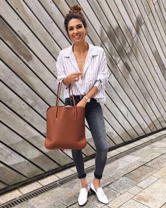 Jeans ajustados con mocasines para mujer
