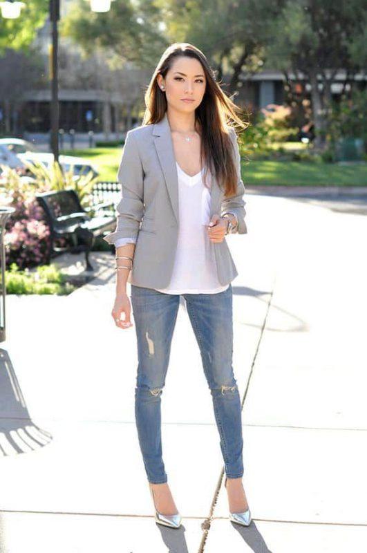 Jeans con stilettos plateados