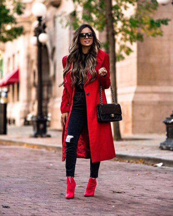 Outfits con botas rojas