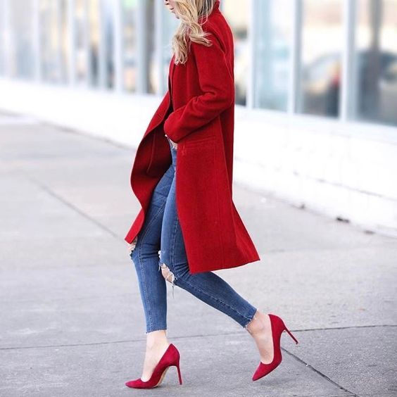 Outfits con stilettos rojos de invierno