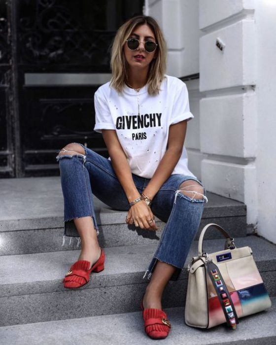 Outfits de mujer con mocasines rojos modernos