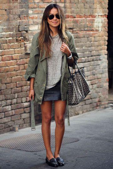 Outfits de mujer con mocasines y minifalda simil cuero
