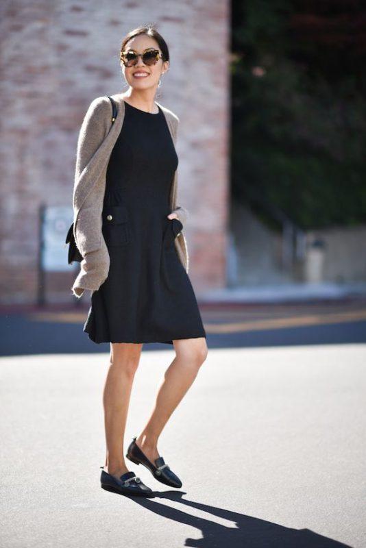 Outfits de mujer con mocasines y vestido casual